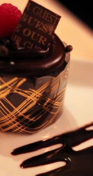Cupcake de chocolate triplo