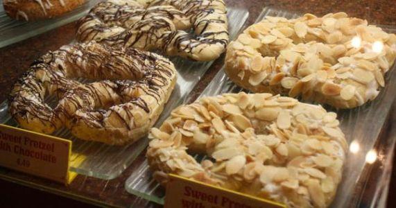 Kringla Bakeri og Kafé - Pretzel de Amendoas e Pretzel de Chocolate
