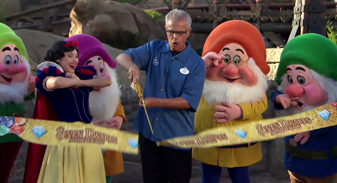 Inauguração do  Seven Dwarfs Mine Train