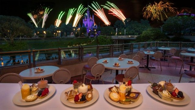 Tomorrowland Terrace Fireworks Dessert Party.