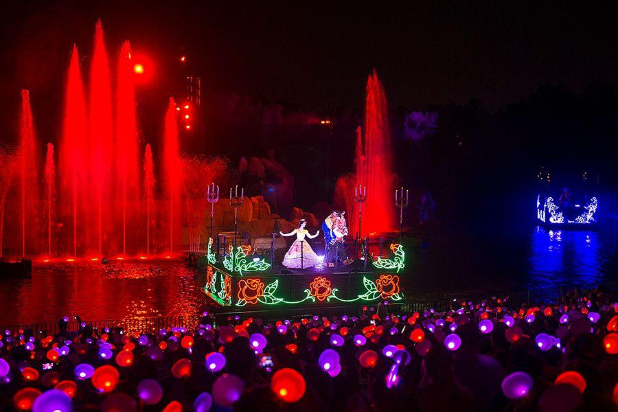 Glow with the Show-Fantasmic!